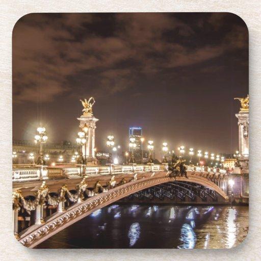 Puente de Alexander 3 en París Francia en la noche Posavaso