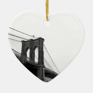 Puente de B&W Brooklyn Adorno Navideño De Cerámica En Forma De Corazón