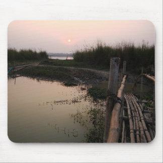 Puente de bambú el Ganges Bengala Occidental la Alfombrilla De Ratón