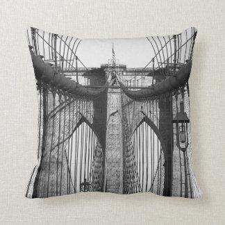 Puente de Brooklyn almohada del lanzamiento del t