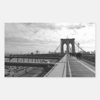 Puente de Brooklyn blanco negro - nr 1 de NY Nueva Pegatina Rectangular