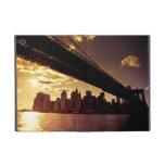 Puente de Brooklyn con los rascacielos de New York iPad Mini Cobertura