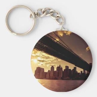 Puente de Brooklyn con los rascacielos de New York Llavero Redondo Tipo Pin