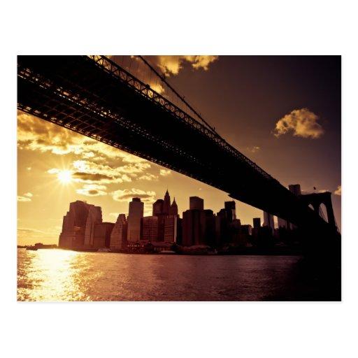Puente de Brooklyn con los rascacielos de New York Tarjeta Postal