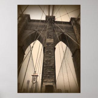 Puente de Brooklyn de la sepia del vintage Poster