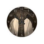 Puente de Brooklyn de la sepia del vintage Reloj Redondo Mediano
