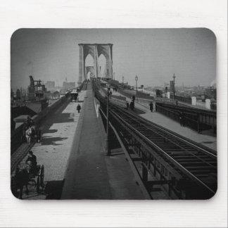 Puente de Brooklyn del vintage Pre-1900 Tapetes De Raton