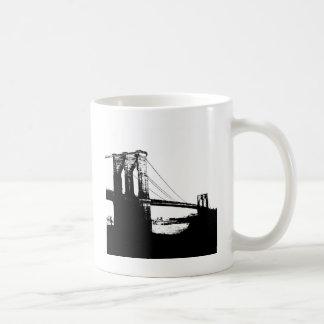 Puente de Brooklyn del vintage Taza Básica Blanca
