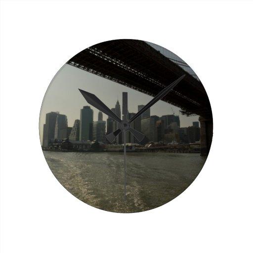 Puente de Brooklyn en barco Reloj De Pared