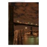 Puente de Brooklyn en la noche Felicitaciones