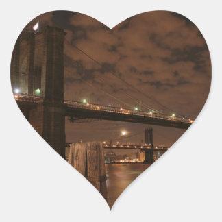 Puente de Brooklyn en la noche Pegatina En Forma De Corazón