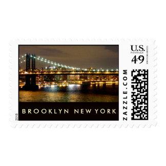 Puente de Brooklyn en la noche Sellos