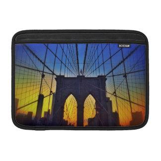 Puente de Brooklyn en la puesta del sol Funda MacBook