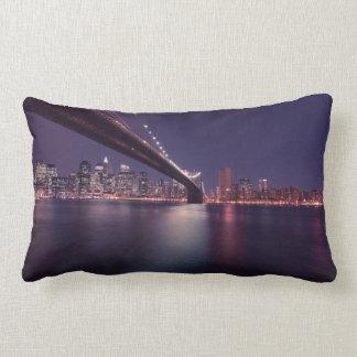 Puente de Brooklyn, luces de Manhattan, New York Cojín