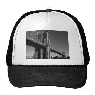 Puente de Brooklyn negro y blanco Gorros