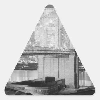 Puente de Brooklyn Nueva York los E.E.U.U. Pegatina Triangular