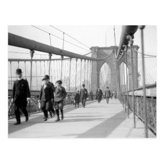 Puente de Brooklyn Pedestrians, 1909 Tarjeta Postal