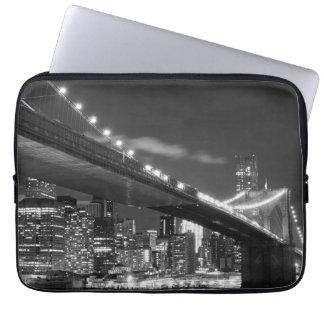 Puente de Brooklyn y horizonte de Manhattan en la  Mangas Portátiles