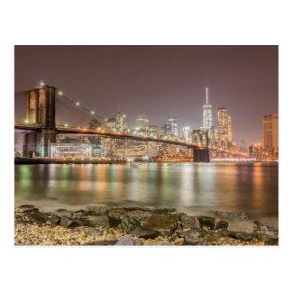 Puente de Brooklyn y horizonte de Manhattan Postal