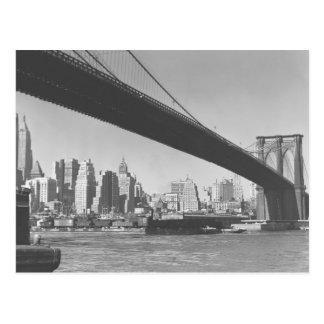 Puente de Brooklyn y horizonte Nueva York de Manha Tarjeta Postal