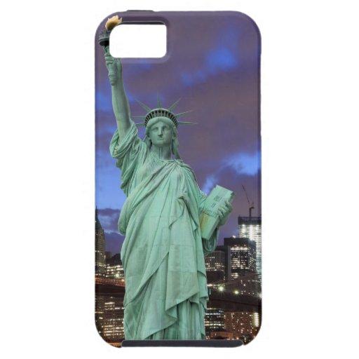Puente de Brooklyn y la estatua de la libertad en  iPhone 5 Carcasa