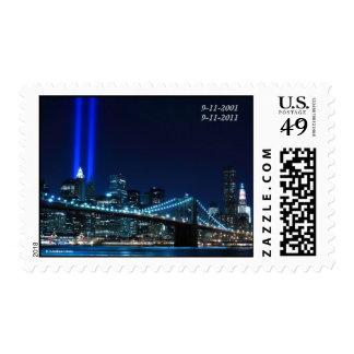 Puente de Brooklyn y las torres de la luz Envio