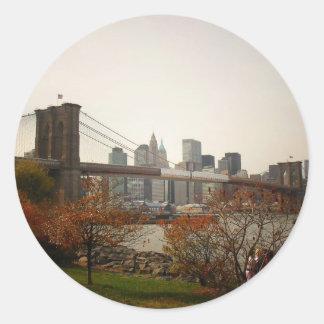 Puente de Brooklyn y los árboles del otoño, NYC Pegatina Redonda