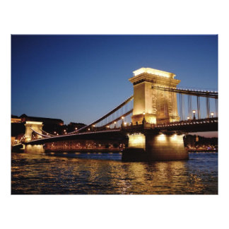 """Puente de cadena en la noche, Budapest Folleto 8.5"""" X 11"""""""