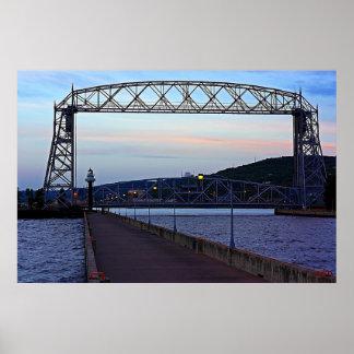 Puente de elevación por la mañana póster