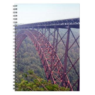 Puente de garganta de nuevo río libreta espiral