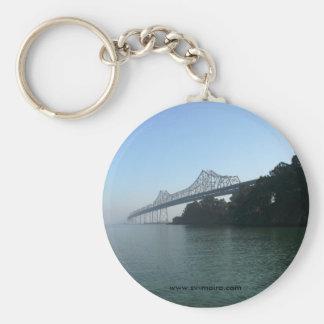 Puente de la bahía de la ensenada de las podadoras llavero redondo tipo pin