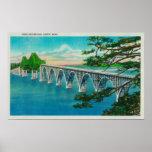 Puente de la bahía de los Coos en la curva del nor Póster