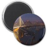 Puente de la bahía de San Francisco-Oakland de dos Imanes