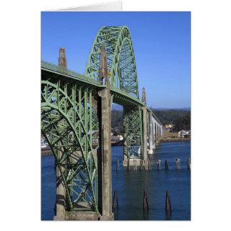 Puente de la bahía de Yaquina que atraviesa la bah Tarjeta De Felicitación