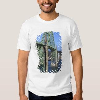 Puente de la bahía de Yaquina que atraviesa la Camisas