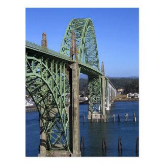 Puente de la bahía de Yaquina que atraviesa la Postal