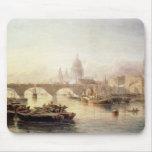 Puente de la catedral y de Londres de San Pablo Alfombrillas De Ratones
