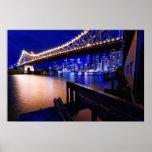 Puente de la historia de Brisbane en la noche Posters