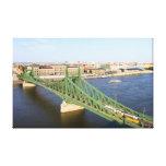 Puente de la libertad en Budapest Lona Envuelta Para Galerías