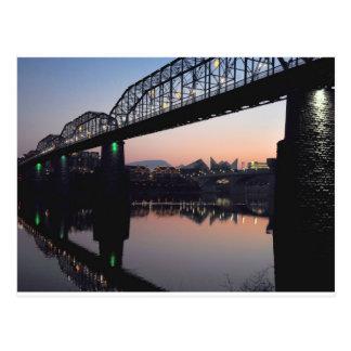 Puente de la puesta del sol tarjeta postal