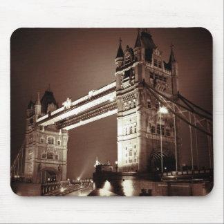 Puente de la torre de Londres en la noche Tapete De Raton