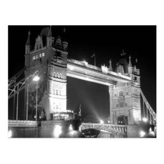 Puente de la torre de Londres en la noche Tarjeta Postal