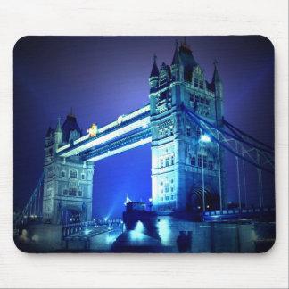 Puente de la torre de Londres y noche azul Mousepad