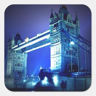 Puente de la torre de Londres y noche azul Pegatina Cuadrada