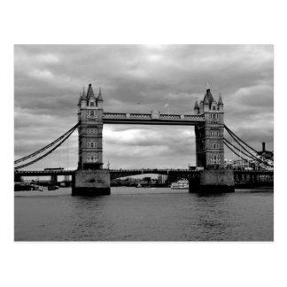 puente de la torre en blanco y negro tarjetas postales