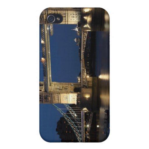 Puente de la torre en la noche iPhone 4 cárcasas