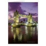 Puente de la torre en la noche tarjetón