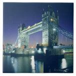 Puente de la torre en la oscuridad azulejos ceramicos