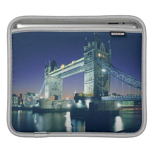 Puente de la torre en la oscuridad fundas para iPads