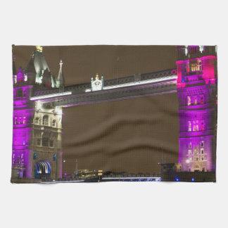 Puente de la torre en rosa de la princesa toalla de cocina